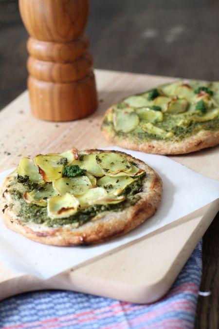 Kartoffelpizza-mit-grüner-Soße