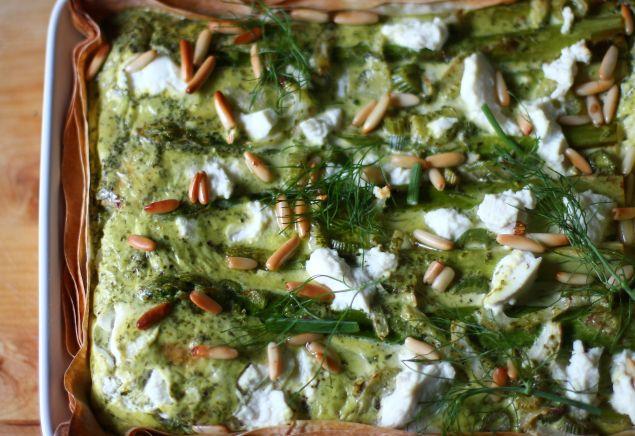 Spargel-Tarte mit Fenchel, Ricotta und Grie Soß
