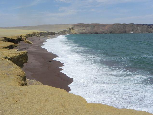 Roter Strand im Nationalpark Paracas